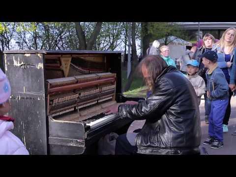 Mан плаис пяно ин стреет пеопле вере шоккед | Уличный пианист музыка для души