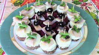 Новогодний стол. Закуски для фуршета. 3 вида канапе с селедкой.