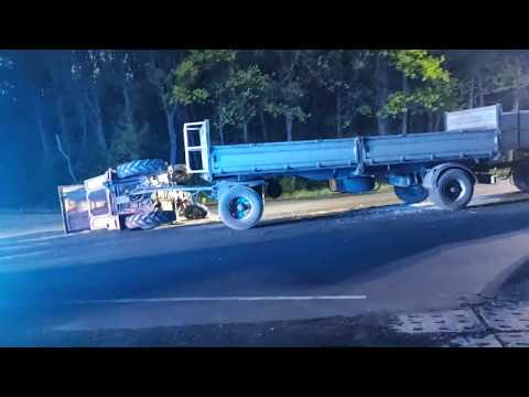 Wideo1: Samochód zderzył się z ciągnikiem