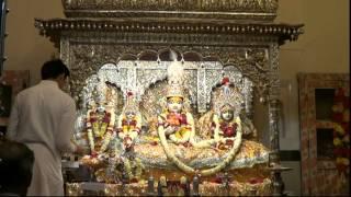 preview picture of video 'Shringar aarti of Shri Kanakbihariji Bhagwan on 02-04-2015'