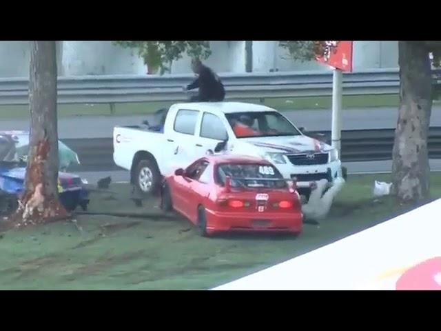 سائقة تنجو من الموت بأعجوبة بعد انشطار سيارتها إلى نصفين