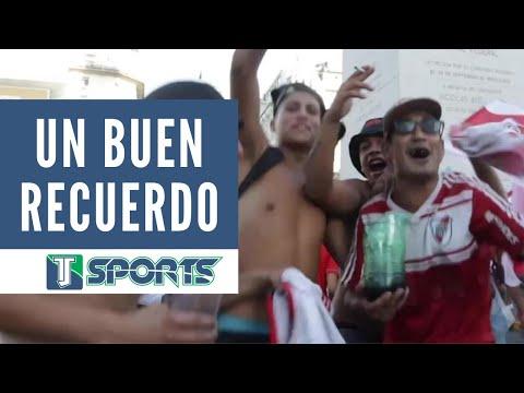 """""""Hinchas del River Plate CELEBRAN aniversario de la Copa Libertadores que le GANARON a Boca Juniors"""" Barra: Los Borrachos del Tablón • Club: River Plate • País: Argentina"""