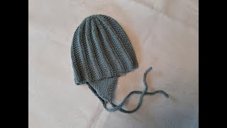 Knit babyhat with earflaps and tie lace, step by step.