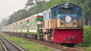EMD Beast in Action- Sonar Bangla Express led by 2934 GM-EMD GT18LA-2 loco || Bangladesh Railway