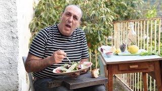 Как едят карпаччо из говядины