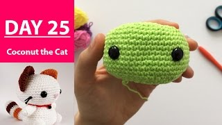 Safety eyes on coconut the cat || 100DaysOf10MinuteCrochet || Day 25