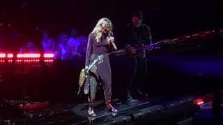 "Faith Hill Singing ""Lucky One"" live at Wells Fargo Center in Philadelphia August 18, 2017"