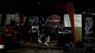 RIGHT LEFT - SAMPAI NANTI (COVER) @BANNED CAFFE