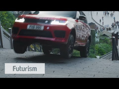 Range Rover Drives Up 999 Stairs