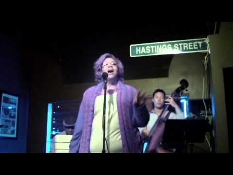 JANICE-singing at Monday Night Diva/Don at Berts.mpg