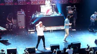 3oh!3 - My first kiss (live)