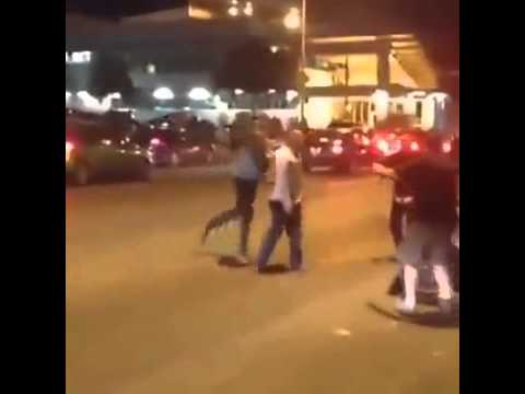 Must Watch : Kanye West Fights Roughly  With Paparazzi in Austin, Texas (Original Video)