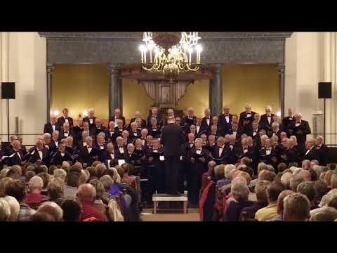 Lemster Mannenkoor geeft kerstconcert in kerkcentrum Open Hof in Dronten