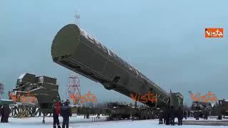 """Putin mostra le nuove armi nucleari russe: """"Saremo invincibili"""""""