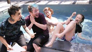 Richtig oder in den Pool gezogen werden😅💦 mit Julia Beautx und Julien Bam