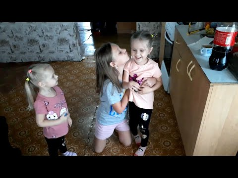 Vlog:Лиля теперь носит очки.Бабочка в доме.