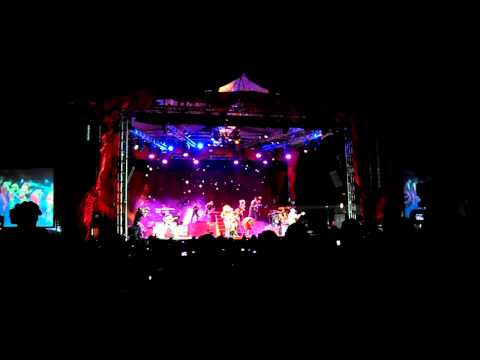 Gloria trevi en concierto, La canción Gloria cover Laura Branigan PART. 1