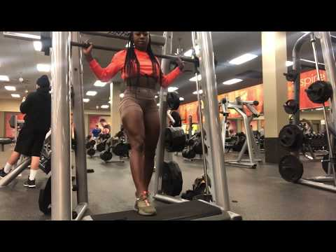 Wide stance v narrow stance squats on smith machine‼️(voiceover tips)