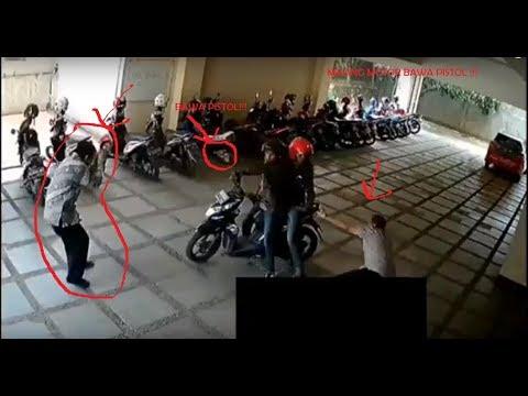 Maling Motor Terekam Kamera CCTV Si Pencuri Membawa Senjata Api