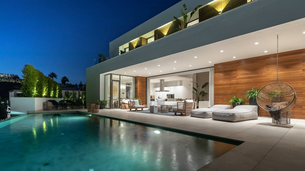 Villa  zu verkaufen in   El Herrojo, Benahavis
