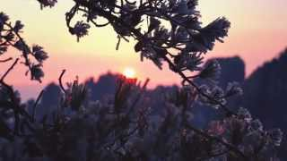 Video : China : Spring thaw sunrise on HuangShan 黄山 mountain