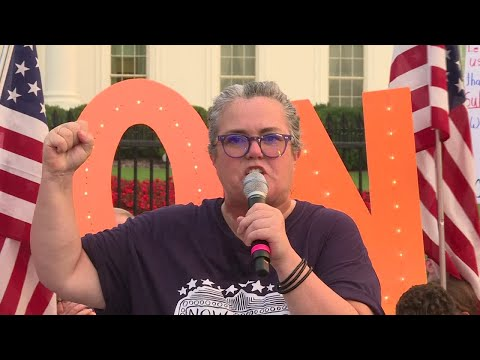 Broadway artists gather in front of White House calling on Trump to leave office