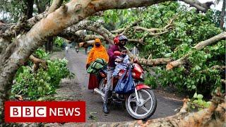 Amphan: Cyclone lashes India and Bangladesh - BBC News