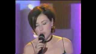 Tina Arena - Les Trois Cloches Live at Chez Estelle