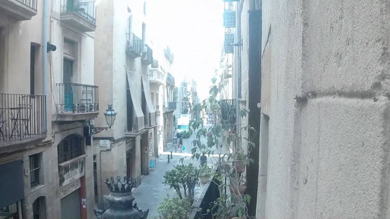 2 bedroom apartment for rent with balcony, AC, and utilities in El Born