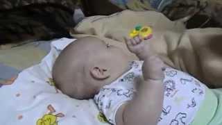 Смотреть онлайн Прикорм яблочным пюре ребенка в 3 месяца