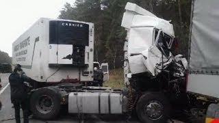 Смотреть онлайн Подборка серьезных ДТП с грузовиками