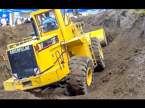 RC Caterpillar 988F! 120 kg (!!!) wheel loader in 1:8 scale! BIG and heavy!