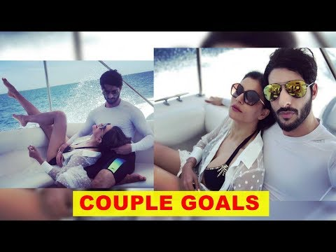 Sushmita Sen and Rohman Shawl paint a picture perfect image of a madly in love in Maldives