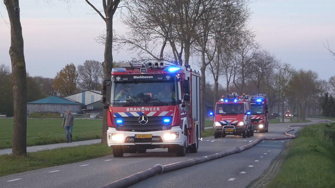 P1 Brandweer Rietdekkers Utrecht en Gelderland met spoed naar grote dak brand in Mill