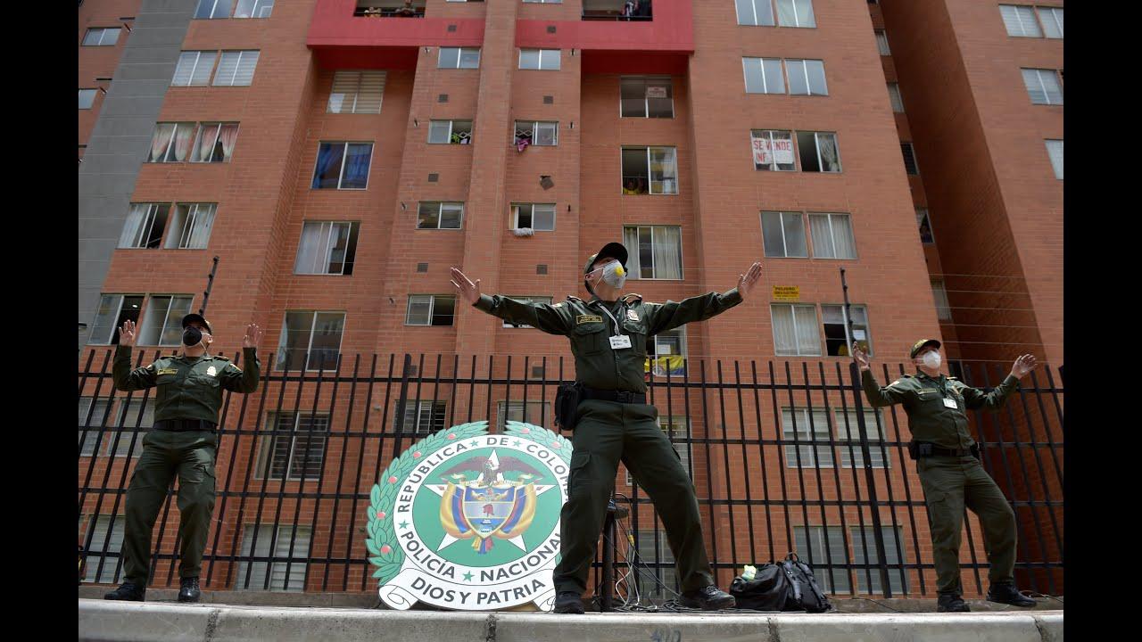 Κολομβία – Covid-19: Αστυνομικοί χορεύουν ζούμπα στο δρόμο