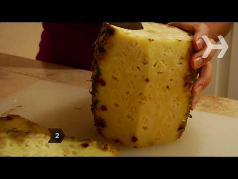 Πως να ξεφλουδίσετε και να κόψετε έναν ανανά