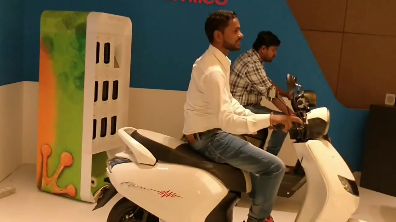 Motoroctane Youtube Video - 22 Motors & KYMCO electric scooters Walkaround   Hindi   MotorOctane