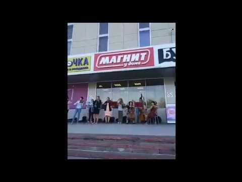 Камерный оркестр Новгородской филармонии сыграл на улице