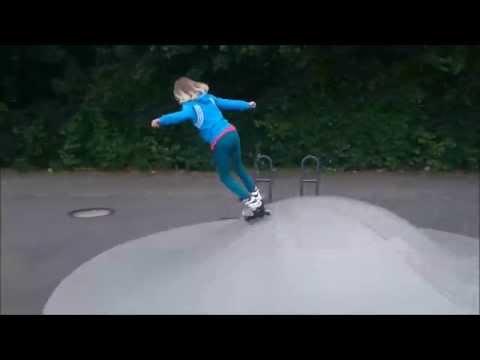 Kinder beim Inline-Skaten.
