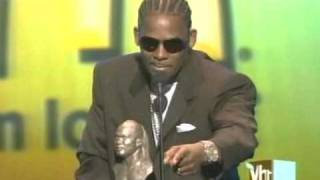 R. KELLY HONORED BY STEVIE WONDER