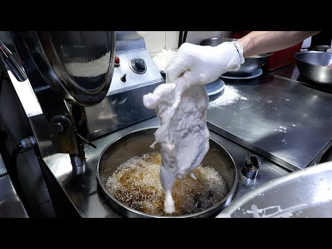 순천에서 유명한 압력솥 마늘통닭 / pressure cooker deep fried garlic whole chicken / korean street food