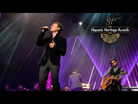 """LIVE! Fonseca Performs """"Simples Corazones"""" to Open the Show! - 31st Hispanic Heritage Awards"""
