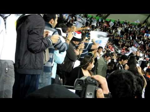"""""""La Famosa La Gloriosa Garra Blanca - Copa Gato 2012- Entrada de los Bombos"""" Barra: Garra Blanca • Club: Colo-Colo"""