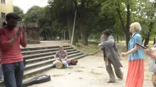 Prank with robbing a street guitarist - drunk homeless man sings Happy by Williams Pharrell