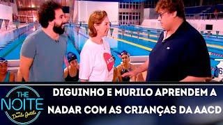 Diguinho e Murilo Couto aprendem a nadar com as crinças da AACD    The noite (08/11/18)