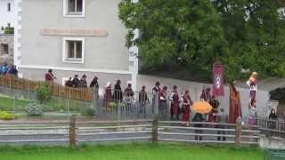 preview picture of video 'Südtiroler Ritterspiele großer Umzug durch Schluderns Gichi Medievali Sluderno'