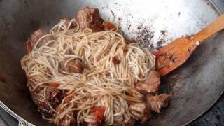 Мясо в казане на мангале/Мужская кухня/На открытом воздухе