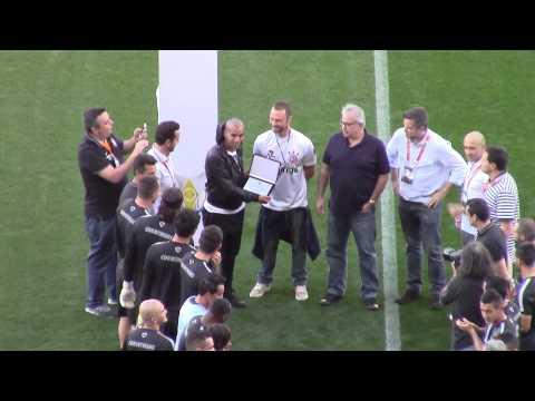 Emerson Sheik recebe homenagem do Corinthians