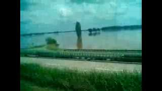 preview picture of video 'Hochwasser B169 Riesa Bobersen Röderau 06.06.2013'