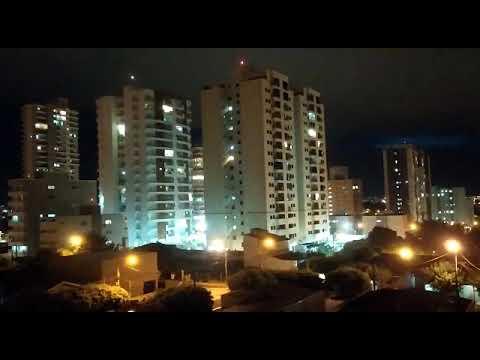 O cantor sertanejo Thiago Dias fez um show sábado à noite, dia de balada em casa